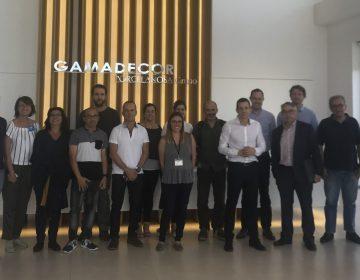 """Hoy hemos visitado un grupo de asociados de ADL """"GAMADECOR"""", empresa líder en el sector de cocinas, baños y armarios[:]"""
