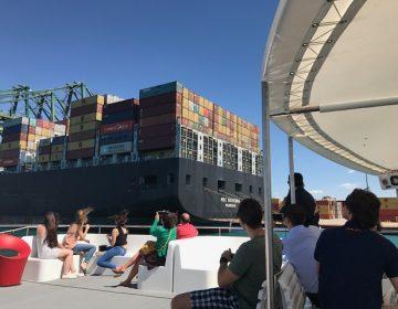 Una visita muy especial para los socios, recorriendo en barco las instalaciones del Puerto de Valencia[:]